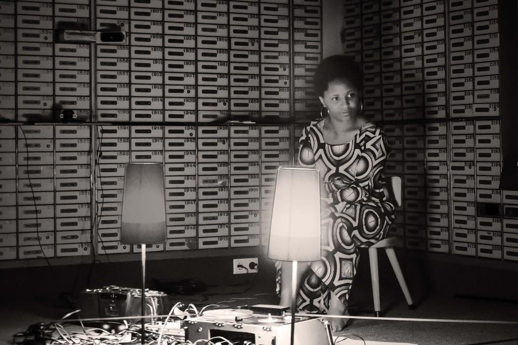 04_Aurélie Lierman - tape & light